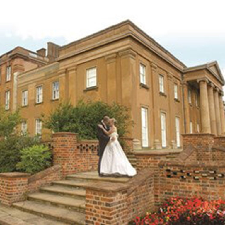 himley hall couple on the steps